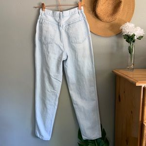 Jeans - Vintage Light Wash Mom Style High Rise Jeans